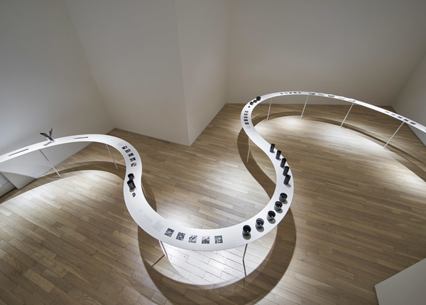 Colourful-Shadows_Nendo_Kengo-Kuma-kitchenware_exhibition_Tokyos-Eye-of-Gyre-gallery_dezeen_1568_11.jpg