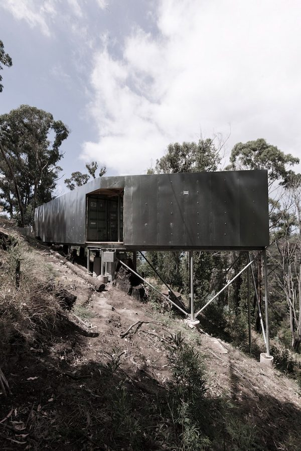 house-28-studio-edwards-architecture-residential-austrailia-victoria-shipping-containers_dezeen_1704_col_12-852x1278.jpg