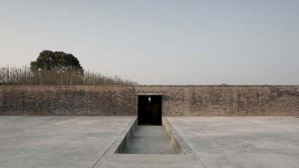 The Walled - Tsingpu Yangzhou Retreat by Neri & Hu