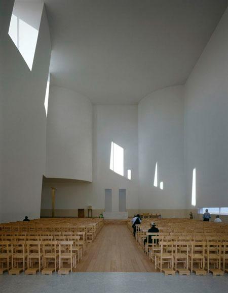 duccio-malagamba-photographs-alvaro-siza-santa-maria-church-3.jpg