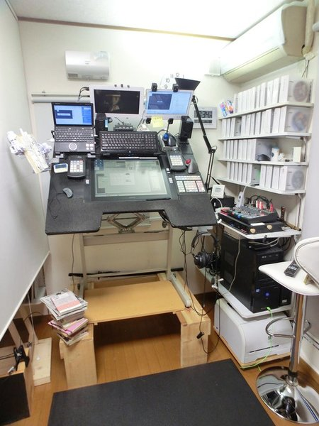 Yoshikadu Hamada mangaka desk