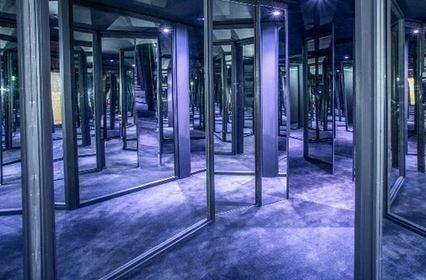 Mirror_maze.jpg