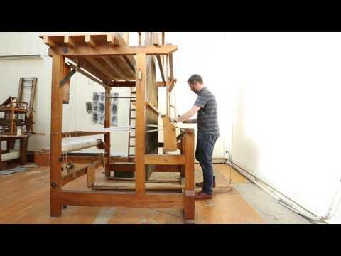 A Jacquard loom in action