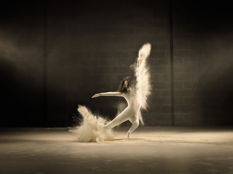 Dancer Freezes Time in Jeffrey Vanhoutte's Project