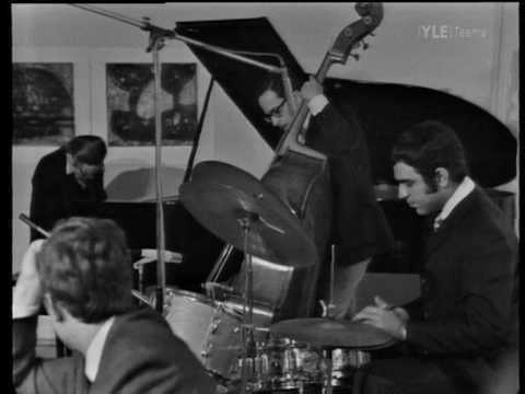 Bill Evans Trio At Ilkka Kuusisto's home, Lauttasaari, Helsinki Finland 1970 (or 1969) Bill Evans - p Eddie Gomez - bs Marty Morell - dr 1. Emily
