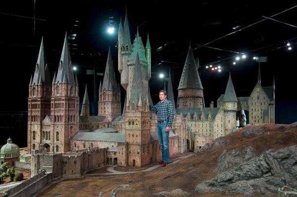 real-life-hogwarts-castle-scale-model-1.jpg