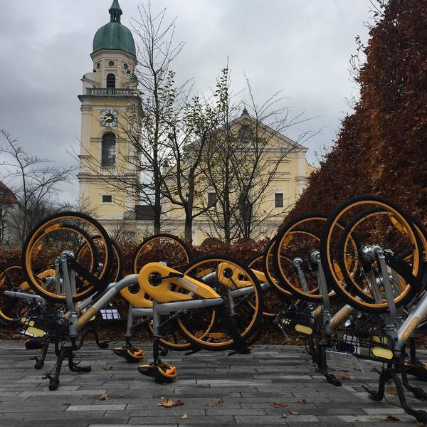 Is this #athingnow? Is this #protest? Is this #art? #obikesofmunich #obikes #weirdos #munich #bikes #share #lol #follow4follow #like4like #followthemovement #wulfgangfromobikes