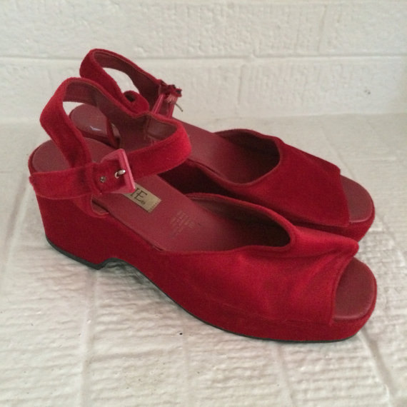 Vintage 90s RED Velvet Connie Flatform Wedge 70s Womens shoes heels// size 9 // Sandals // Mules