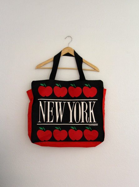1980s New York Canvas Tote Bag Large Apples Paradies Shops Womens Vintage Travel Purse 1986 - $28.00 USD