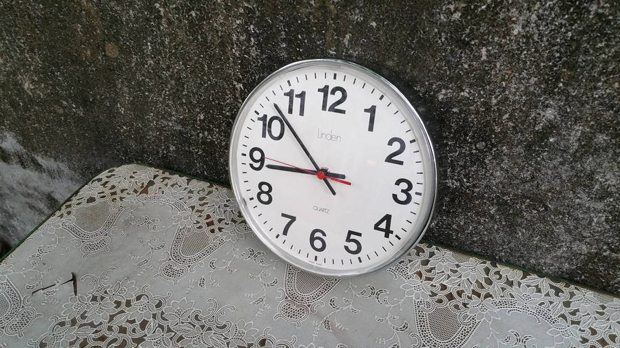 This vintage Linden wall clock has a great mid century industrial look. I tested the clock with a C battery. Even though it works and keeps time at first, within 24 hours it runs slow, then stops. With such a great look, it is a great candidate for a quartz conversion kit, which is available online at several websites.