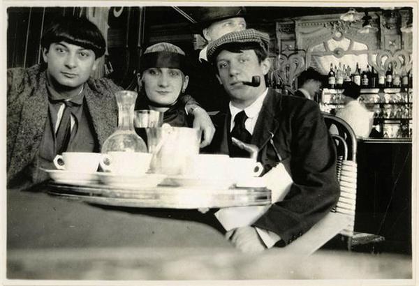 Pablo-Picasso-Moise-Kisling-Paquerette-Cafe-la-Rotonde-paris-1916.jpg