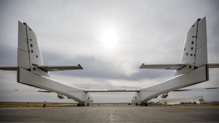 stratolaunch-engine-tests-8.jpg?auto=format-compress-dpr=2-fit=clip-h=670-q=40-w=1000-s=3fc8ddcad53eb82d35febb3e659c570b