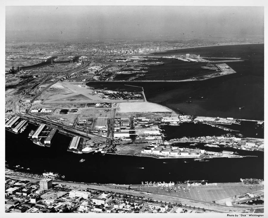 Aerial_view_facing_east_over_Main_Channel_to_Los_Angeles_Harbor.jpg