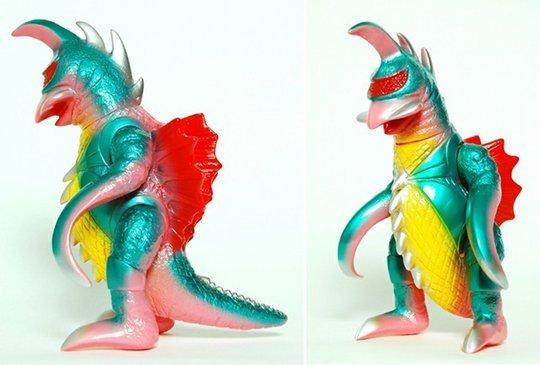 m1go-gaigan-toho-kaiju-vinyl-toy-2.jpg