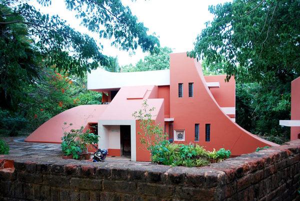 auroville-architecture-889x595.jpg