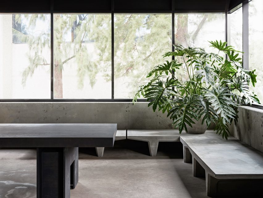 yeezy-studio-kanye-west-willo-perron-calabasas-california_dezeen_2364_col_4-852x640.jpg