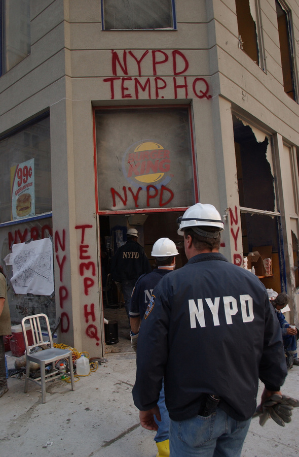 september_11th_nypd_temp_hq_burger_king_wtc_new_york_city.jpg