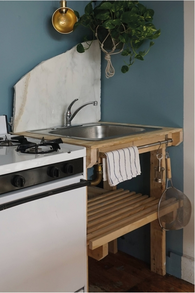 kristina-line-anton-bak-bushwick-apartment-kitchen-detail-1466x2206.jpg