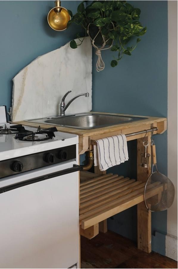 kristina-line-anton-bak-bushwick-apartment-kitchen-detail-1466x2206.jpg