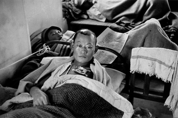 robert-capa-china.-hubei.-hankou.-chinese-hospital.-a-chinese-soldier-wounded-during-a-japanese-air-raid.-july-sept-1938.jpg