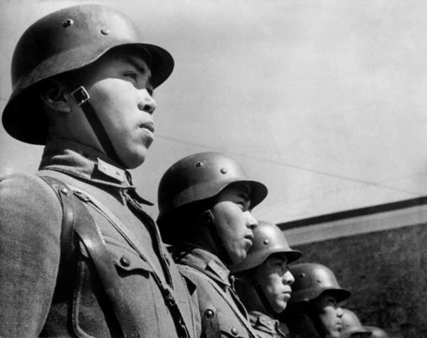 robert-capa-china.-hubei.-hankou.-second-sino-japanese-war.-1938.-chinese-soldiers.jpg