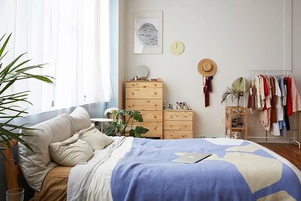 designers-laura-yeh-and-zach-jenkins-bushwick-loft-bedroom2.jpg