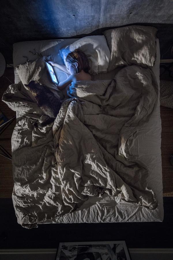 sleep-children-blue-light-technology-bedtime.adapt.1190.1.jpg