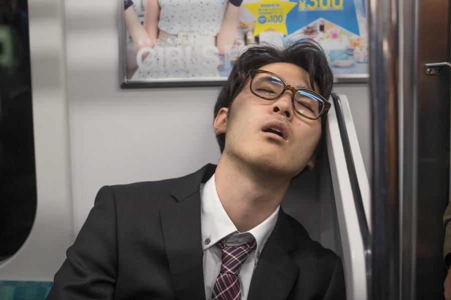 sleep-tokyo-subway-inemuri-portrait.ngsversion.1531800077451.adapt.1190.1.jpg