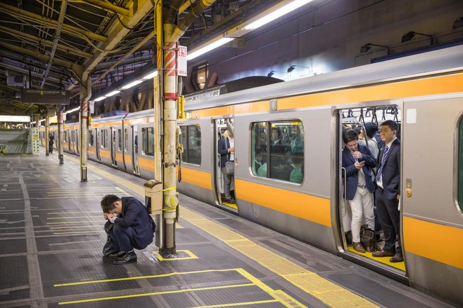 sleep-japan-tokyo-inemuri-subway-station.ngsversion.1531800101317.adapt.1190.1.jpg