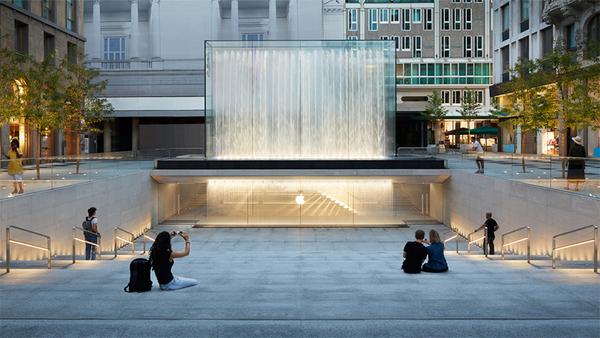 apple-piazza-liberty_piazza-center-steps_07242018_big.jpg.large.jpg