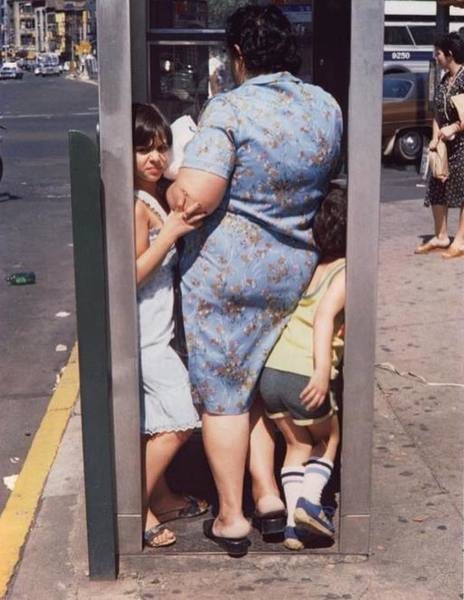 saul-leiter-phonebooth.jpg