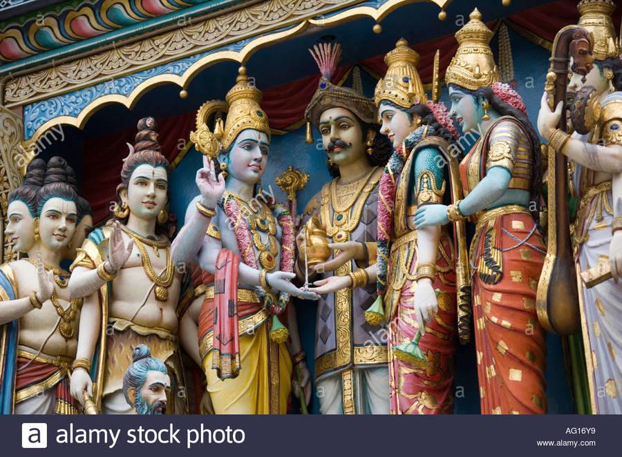 figures-of-the-hindu-pantheon-adorn-the-exterior-of-the-sri-krishnan-ag16y9.jpg