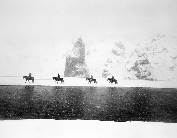 ragnar-axelsson-behind-the-mountains-0002-1-1920x1500.jpg