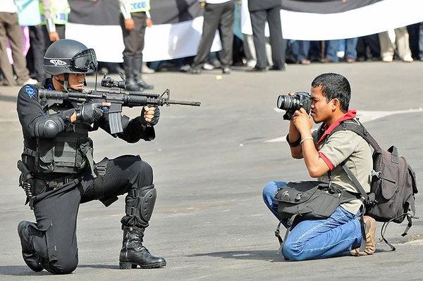 dedicated-photographers-18__700.jpg