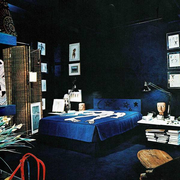 A bedroom featuring sculptures by Elie Nadelman (1978)