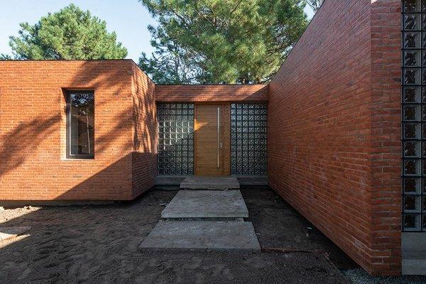 estudio-galera-casa-rincon-brick-house-argentina-designboom-03.jpg