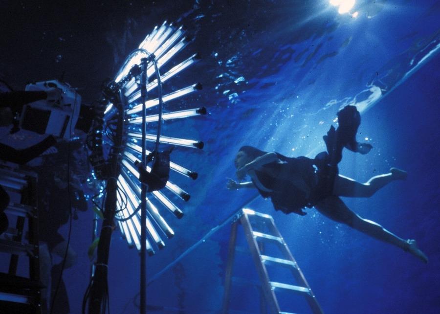 Aaliyah shooting the underwater scene in 'Rock The Boat', 2001