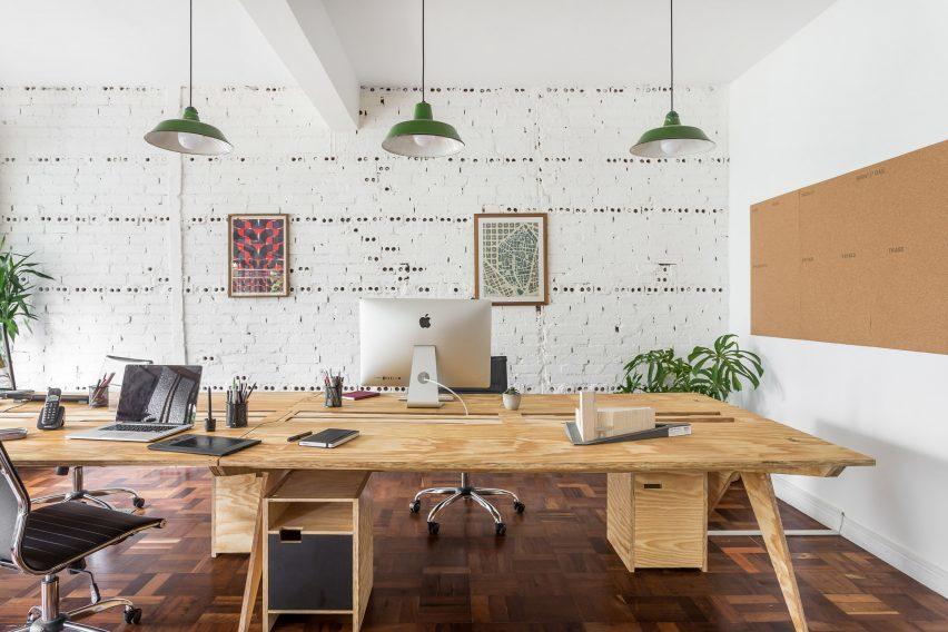 office-solo-arquitetos-interiors-studio-brazil_dezeen_2364_col_0-852x568.jpg