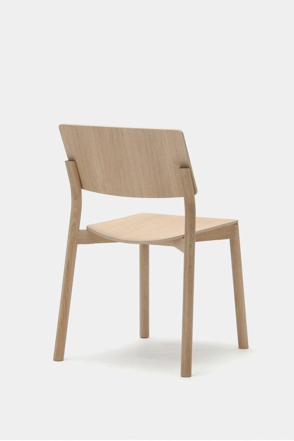 panorama-chair_by-geckeler-michels_for-karimoku-new-standard_photo-karimoku-new-standard_012-933x1400.jpg