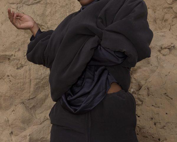 3_duvet_sweat_shirt-black_woman-1-911x729.jpg