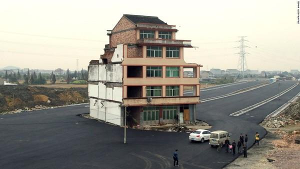 150519113107-04-china-nail-house-0519-super-169.jpg