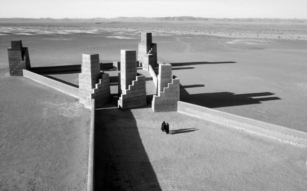 Between 1970 and 2003 Hannsjörg Voth built three architectures in Morocco desert. Himmelstreppe, Goldene Spirale and Stadt des Orion are land art architectures interacting with the sky, astronomical observatories.