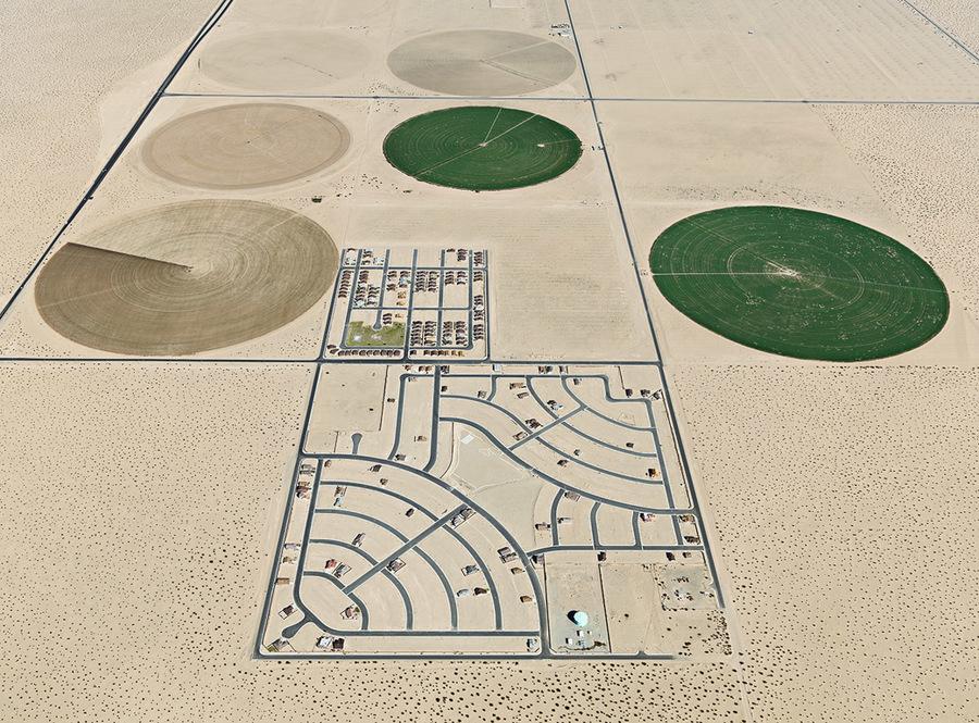 Pivot irrigation/ Suburb, South of Yuma, Arizona, U.S.A