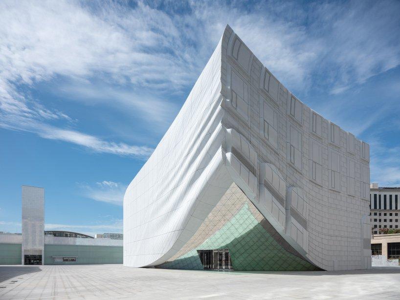 mvrdv-paradise-city-imprint-gold-entertainment-complex-incheon-korea-designboom-08.jpg