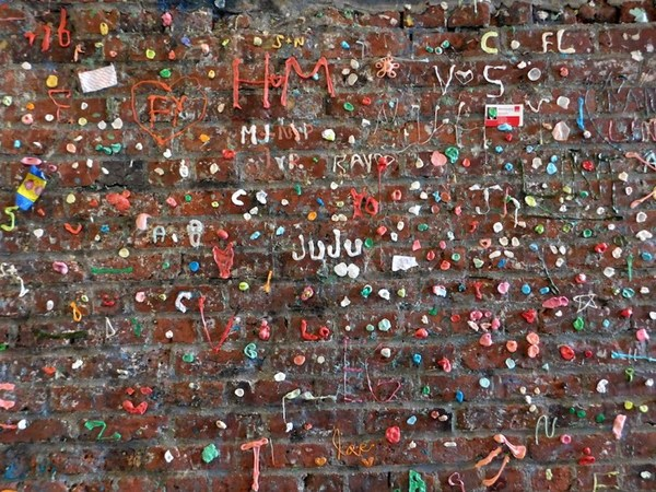 1-gum-wall-seattle.jpg?resize=748-561