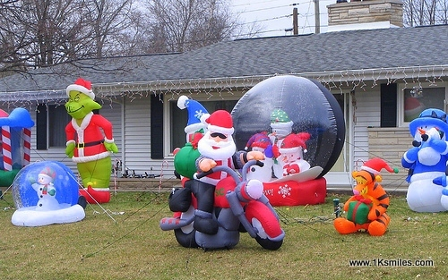 827-inflatable-lawn-decorations-1k-smiles-1.jpg