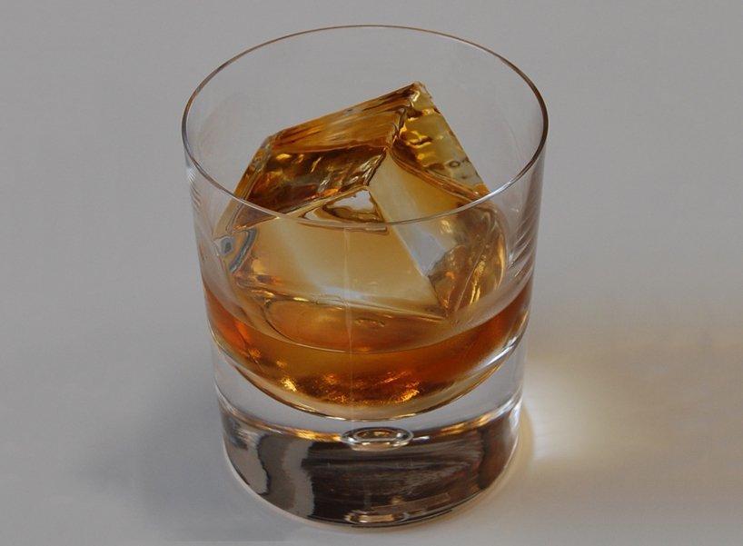 california-company-glace-luxury-ice-cubes-designboom-1.jpg