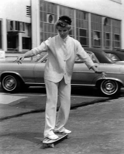 katharine-hepburn-skateboarding-1960s-2.jpg