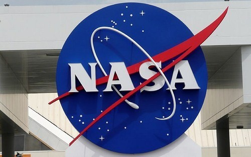 nasa-logo-at-kennedy-space-center4.jpg