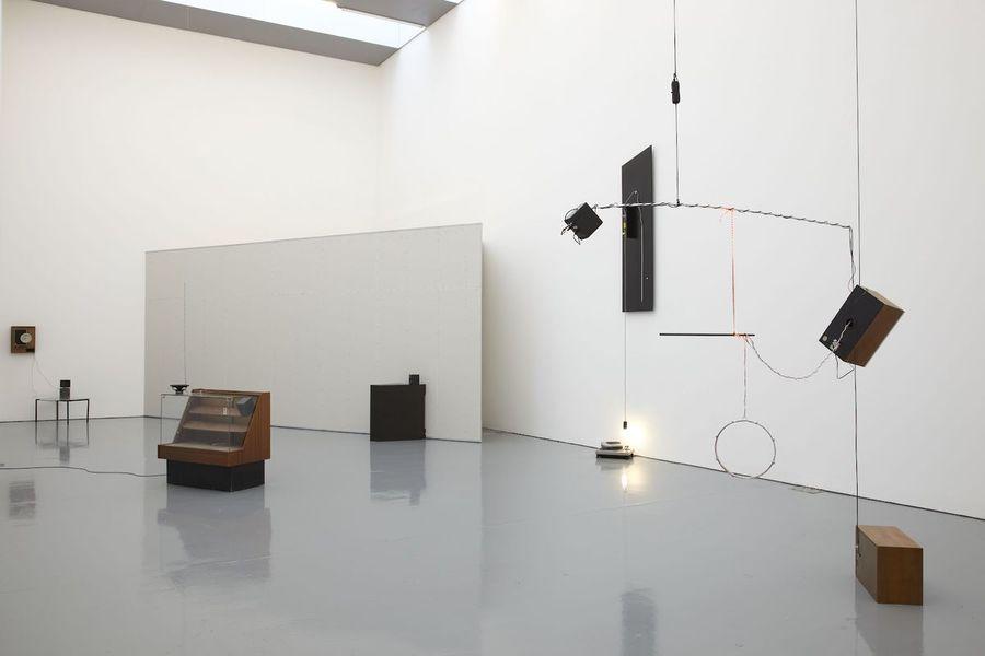 haroon-mirza-sound-installation-via-arts.glossom-com-1.jpg